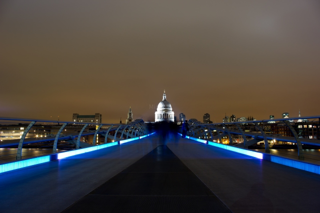 Millennium Bridge with St Pauls Cathedral in the center