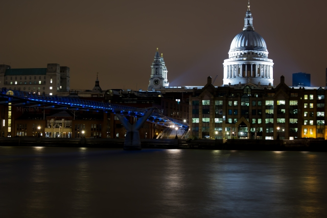 london-st paul-cathedral-millennium-bridge