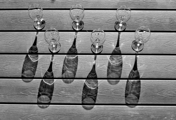 wine-glass-shadow-monochrome
